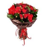 Красный букет, букет из красных цветов, букет из красных сезонных цветов, букет из сезонных цветов,