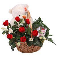 Купить цветочную корзину с мишкой. Доставка в любой горд Украины и мира