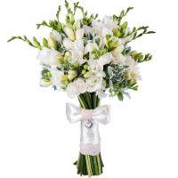 Заказать очаровательный букет из белых фрезий «Небесное сияние» с доставкой.