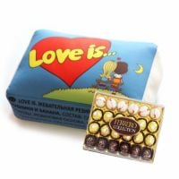Товар  Подушка Love is + Конфеты Ferrero Rocher Collection