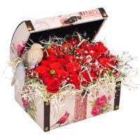 Купить композицию из роз красного цвета «Птичка» с доставкой