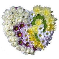 Купить сердце из из роз и хризантем «Сладкий февраль»