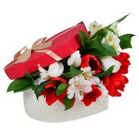 Купить трогательный букет в коробке «Весенний сюрприз»