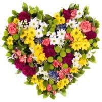 Букет сезонных цветов в форме сердца «Весенняя фантазия»
