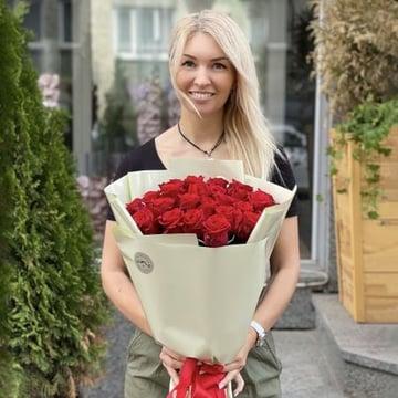 Акция! 25 красных роз Хинтербрюль