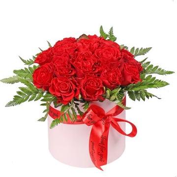 Червоні троянди у коробці Київ