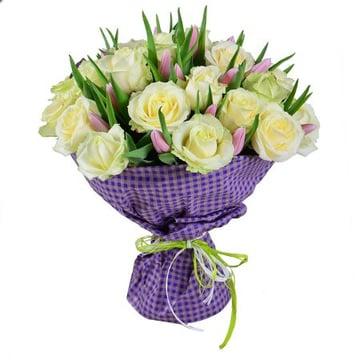 Белые розы и тюльпаны Киев