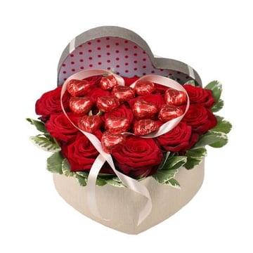Сердце из роз с конфетами  Харьков