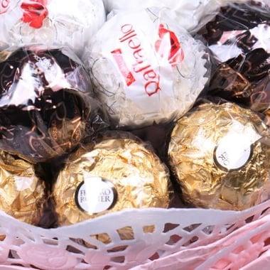 Букет из шоколадных конфет + роза в подарок Киев