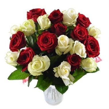 Белые и красные розы Киев