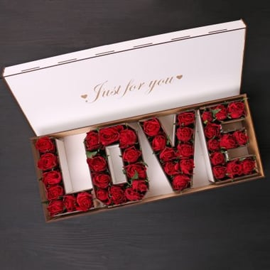 Розы в коробке LOVE Киев