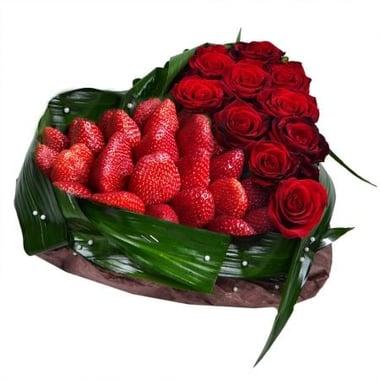 Сердце из клубники и роз Лисаковск