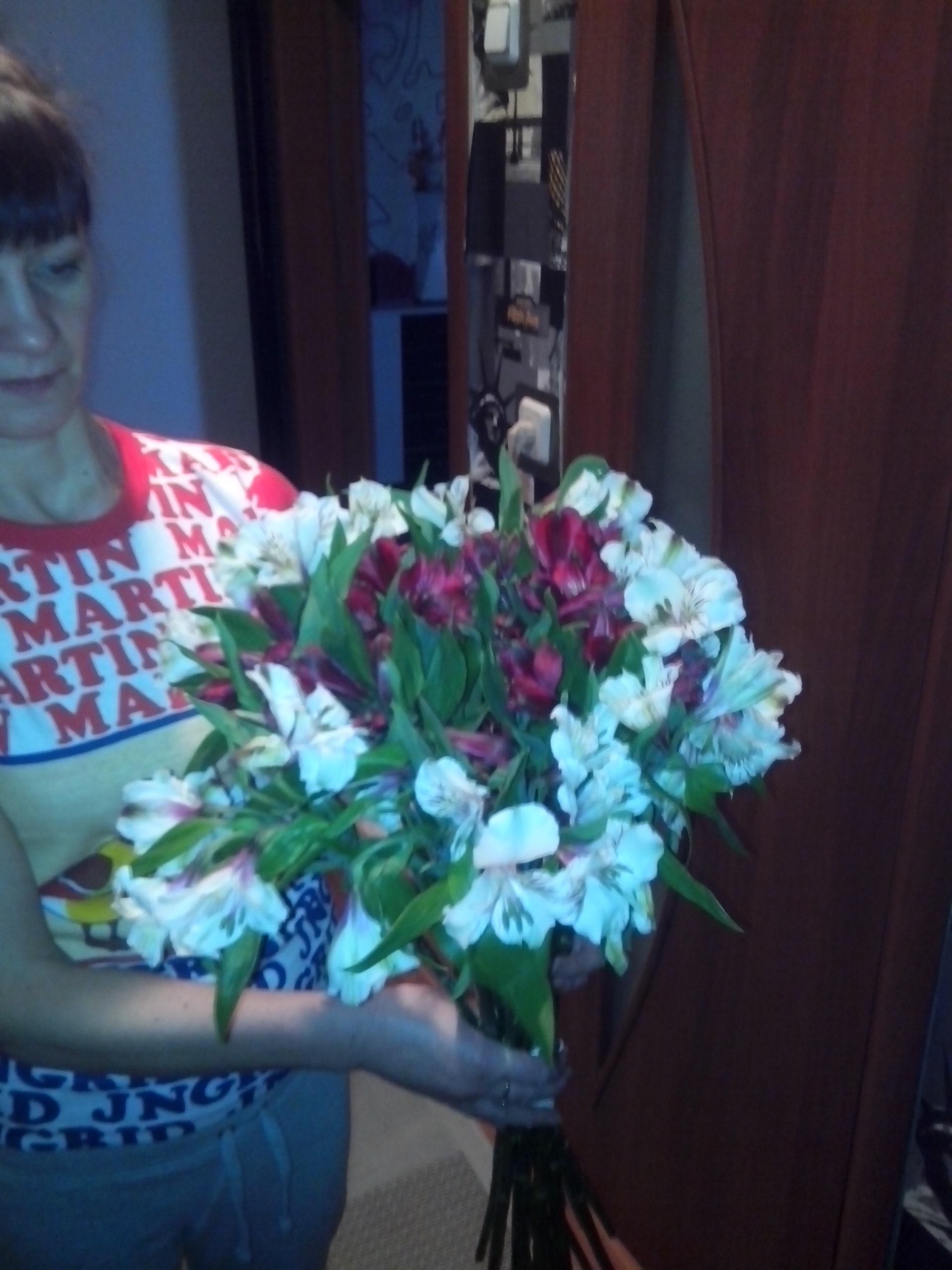 Доставка цветов в Минске бесплатно курьером на дом; )