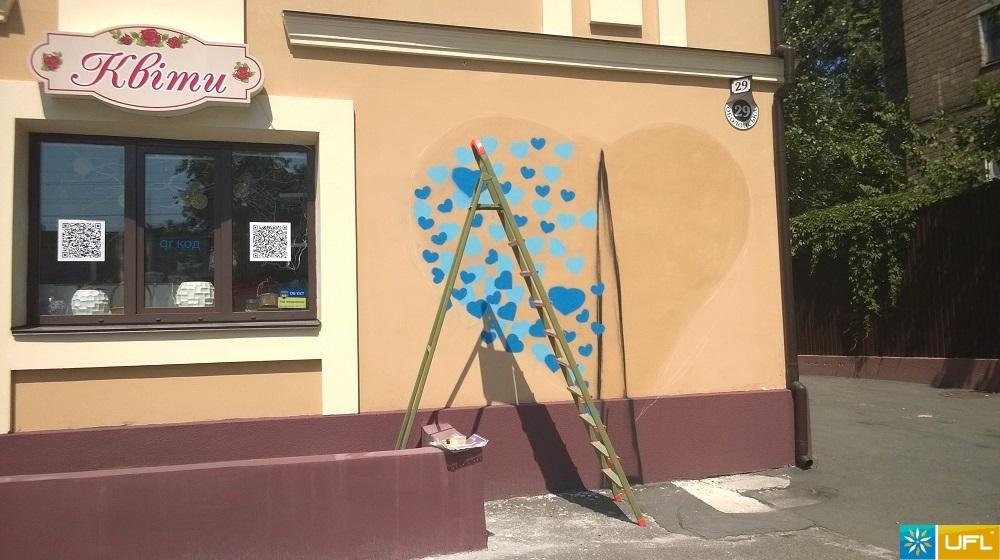 На фасаде нашего салона появилось ДЕРЕВО!